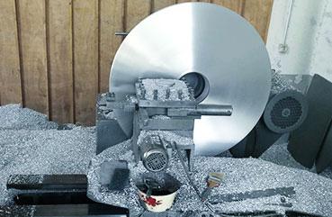 先创设备:铝盘数控机床